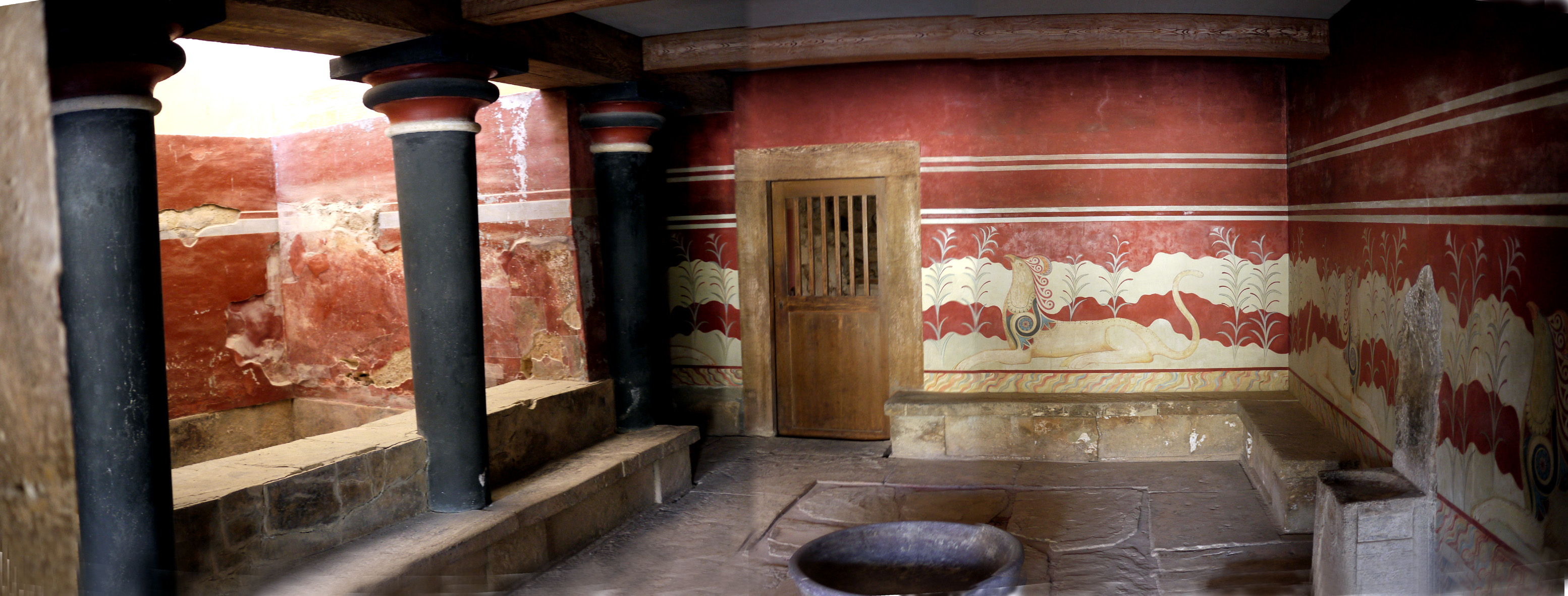 Knossos: Throne room and Lustral basin