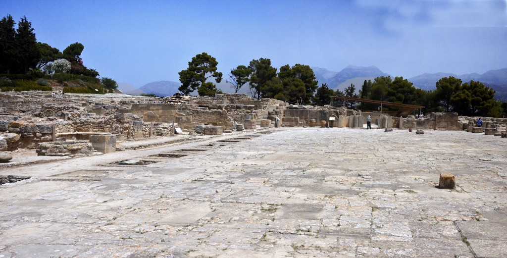 Phaistos, courtyard
