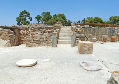 Phaistos staircase from vestibule P1000387